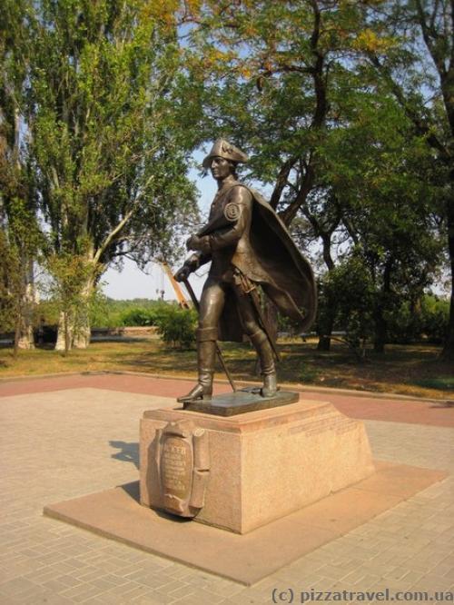 Скульптура на набережной