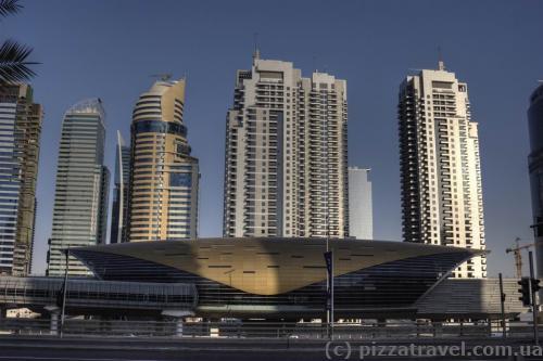 Станции метро в Дубае выглядят так.