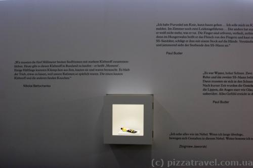 Один из бывших узников привез тюбик с клеем и из него сделали экспонат.