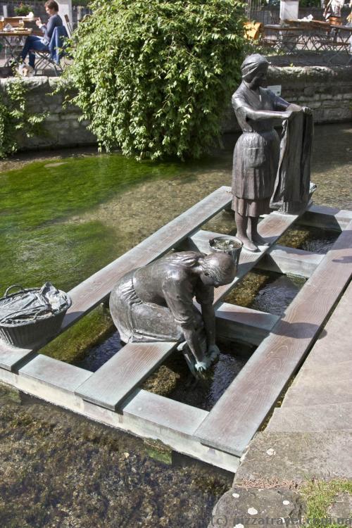 Скульптура на реке Падер
