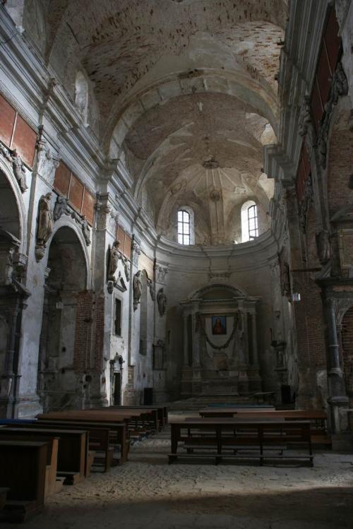 Внутри костела
