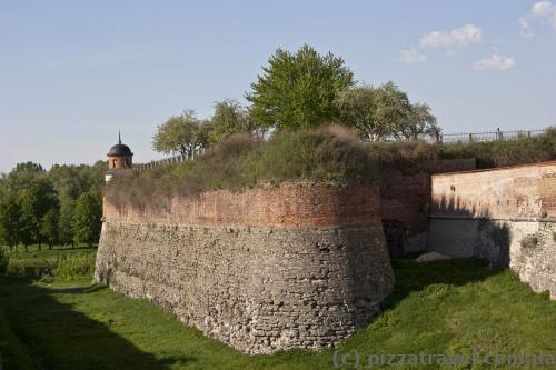 Стены Дубенского замка