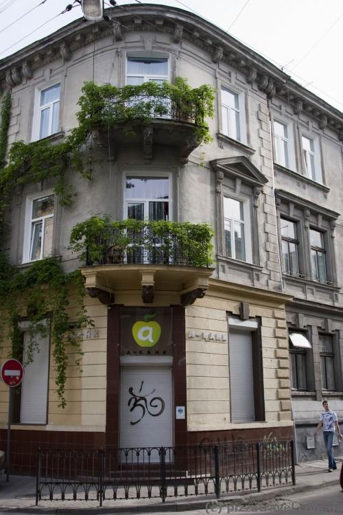 Зеленый дом на улице Джохара Дудаева