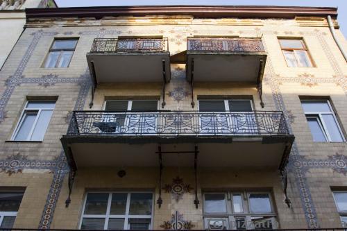 Дом с майоликой на улице Леся Курбаса