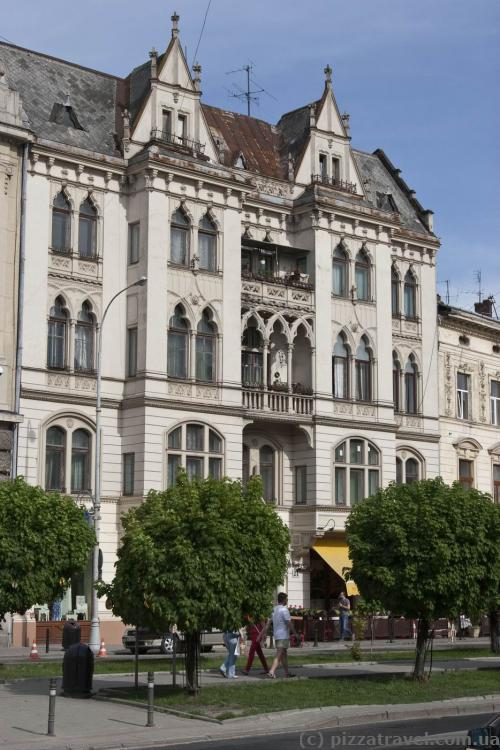 Дом на проспекте Шевченко